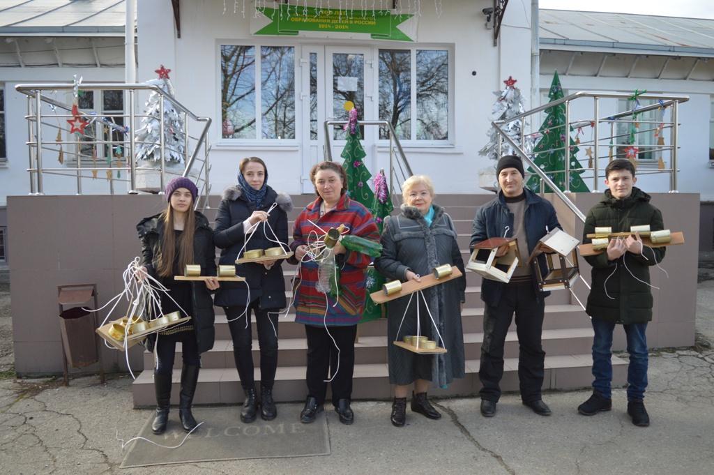 Кормушки для птиц: Эколого-биологический центр организовал волонтерское мероприятие