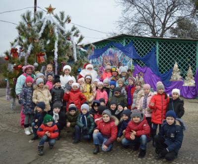 Дед Мороз и Снегурочка на детской елке в Эколого-биологическом центре