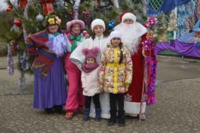 Дед Мороз и Снегурочка на детской елке