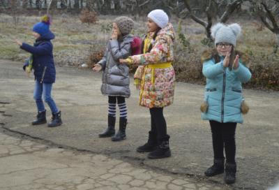 Дети на новогодней елке в ЭБЦ
