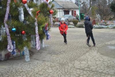 Новогоднее представление со Снегурочкой и Дедом Морозом